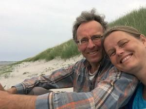 Torben og Joyann ved Pakhusbugten, Anholt
