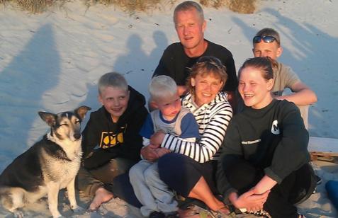 Mia Nordby med familien på Anholt